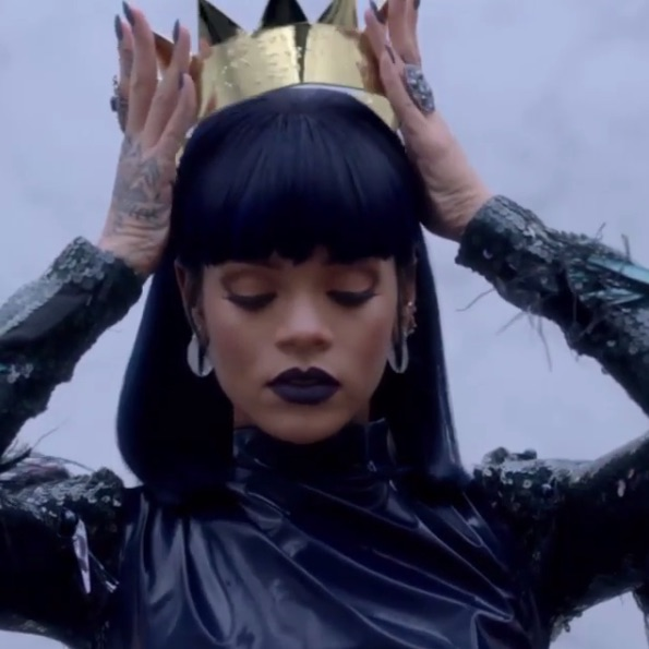 "Rihanna rocks golden crown in new ""ANTI"" teaser (pics) 